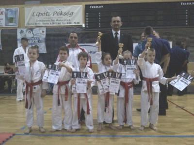A Ceglédi Ashihara Karate Egyesület csapata.